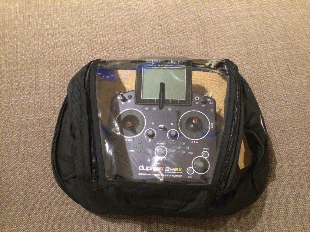 Turnigy Transmitter Glove mit Sender geschlossen