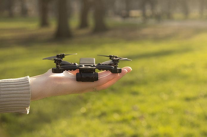 Extreme Fliers Micro Drone 4.0 auf der Hand Image Source Extreme Fliers