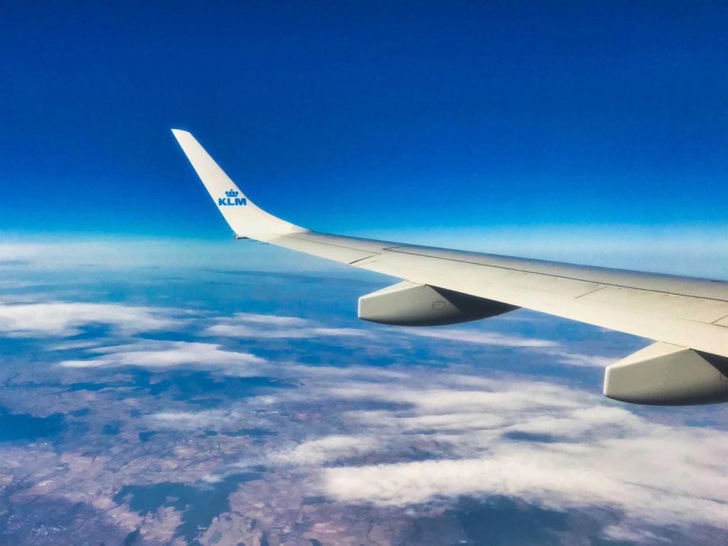 Mache dich immer mit den Vorschriften der Airline vertraut, bevor du deine Drohne einpackst.