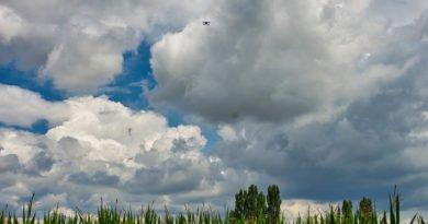 Die Flughöhe einer Drohne ist in Deutschland auf 100 Meter begrenzt