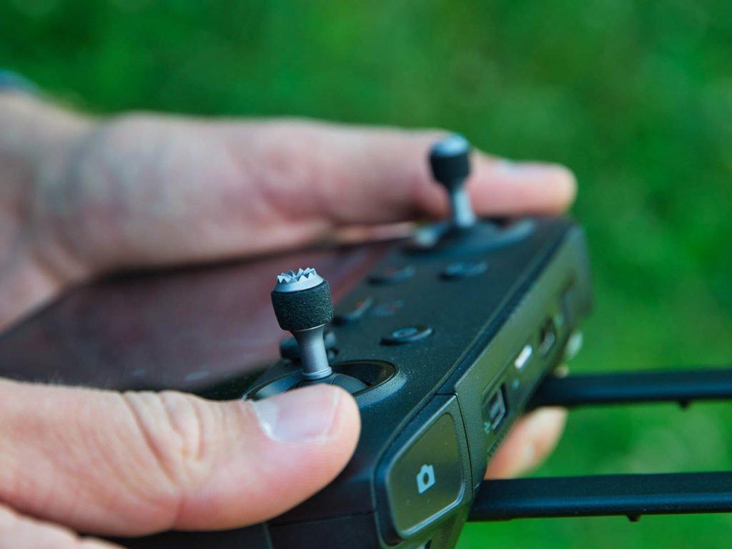 Die Reichweite der Drohne wird durch das Fernsteuerungssystem bestimmt