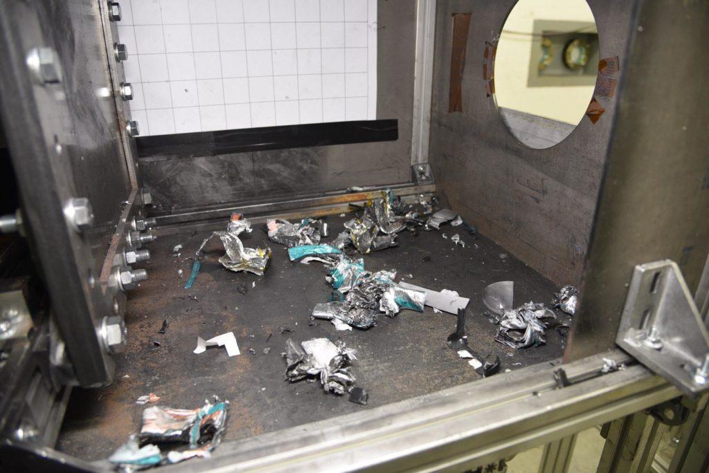 Rest eines durch Aufschlag zerstörten Drohnen-Akkus