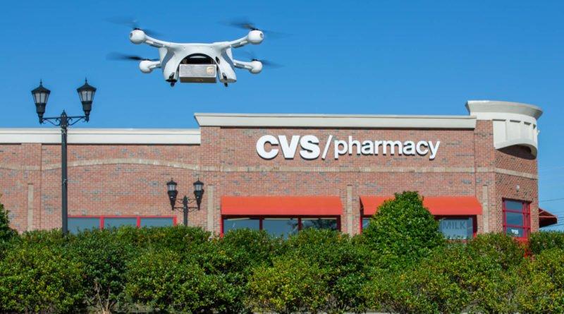 UPS Drohne in der Luft über der CVS Pharmacy