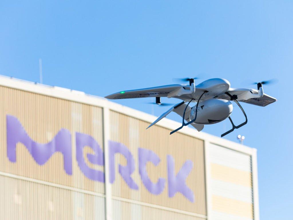 Wingcopter fliegt für Merck