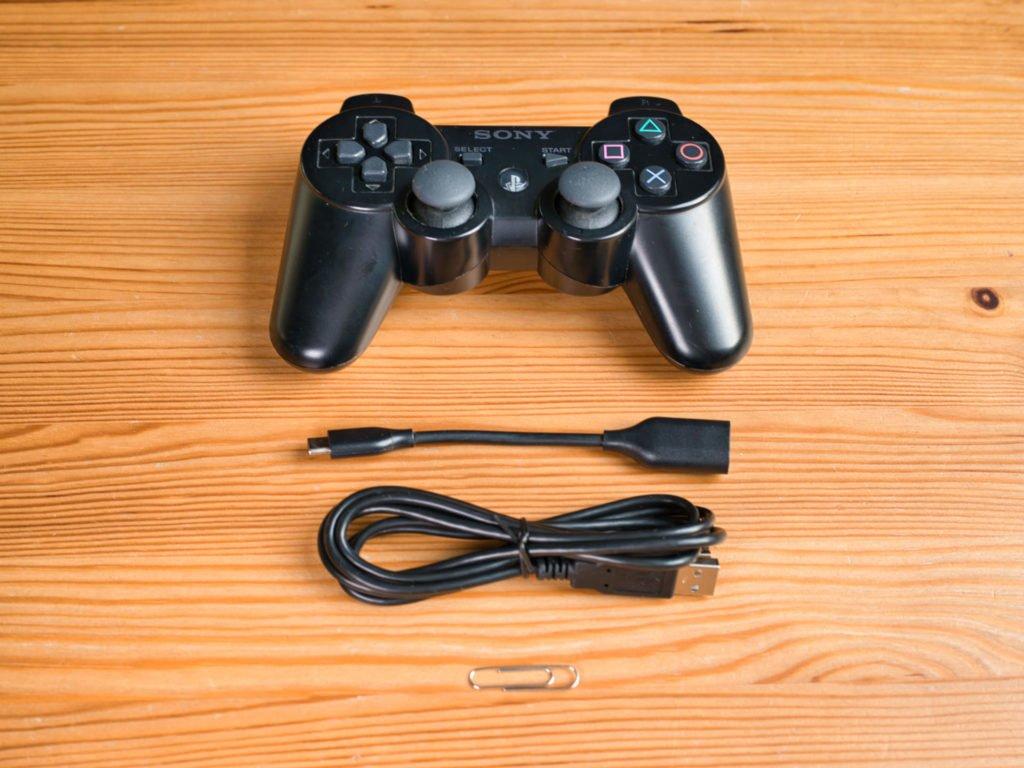 PS3 Controller, USB Kabel und Büroklammer - Liftoff mit Controller spielen