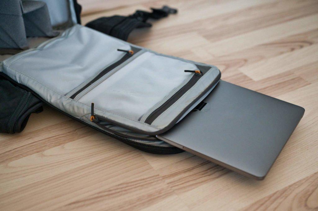 Auch ein Notebook findet Platz