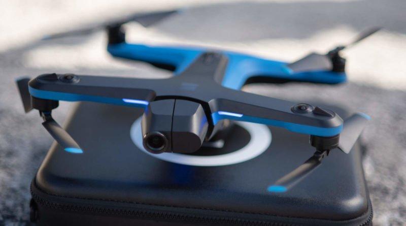 Skydio 2 Drohne auf ihrem Koffer