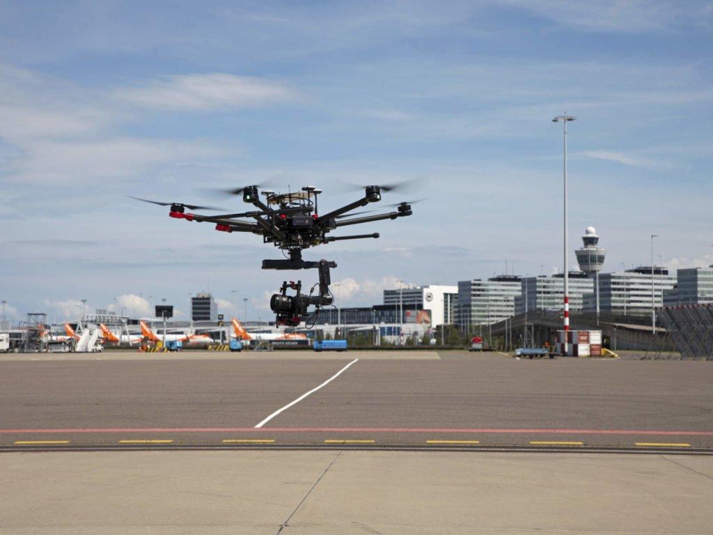 DJI M600 Drohne auf dem Schiphol Gelände