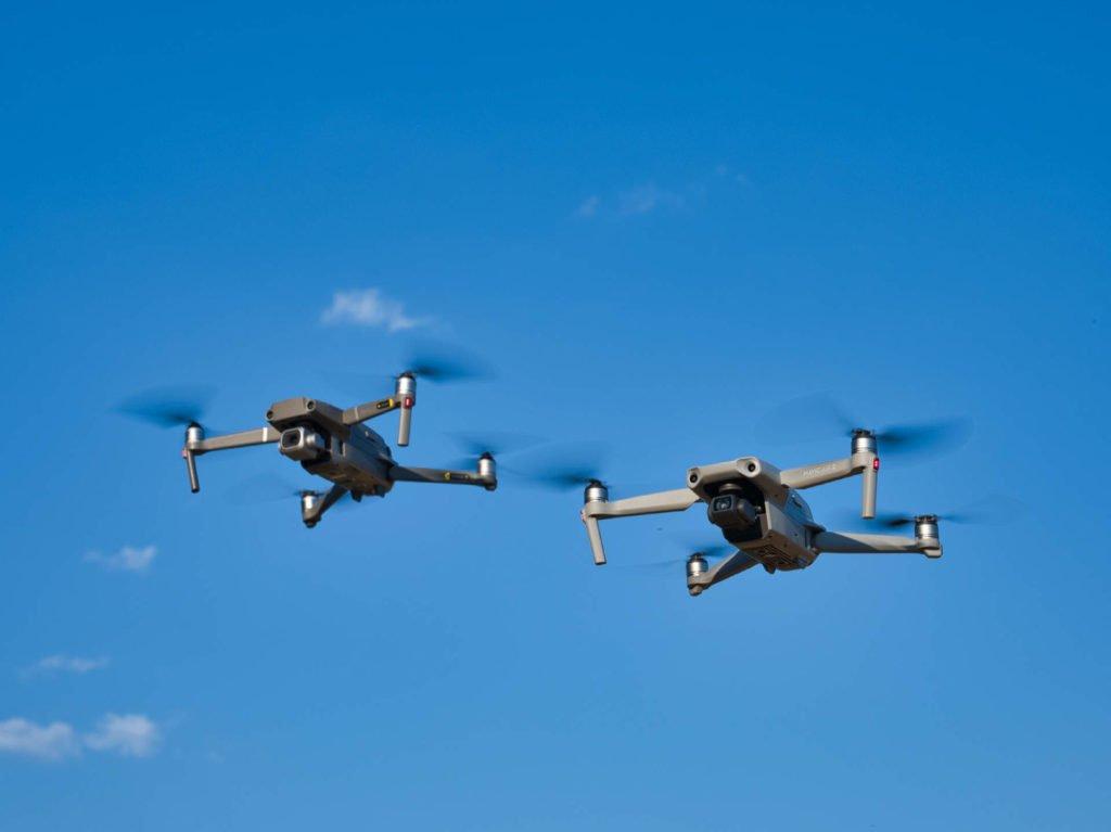 Mavic 2 Pro und Mavic Air 2 zusammen in der Luft