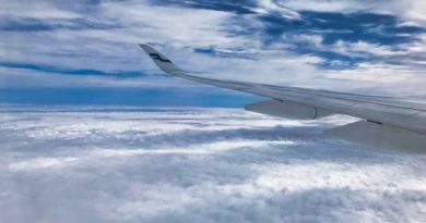 Blick aus dem Flugzeug auf Wolken