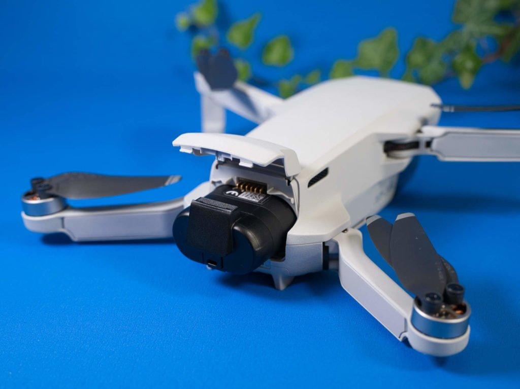 Der Akkuschacht der Drohne im Kofferraum