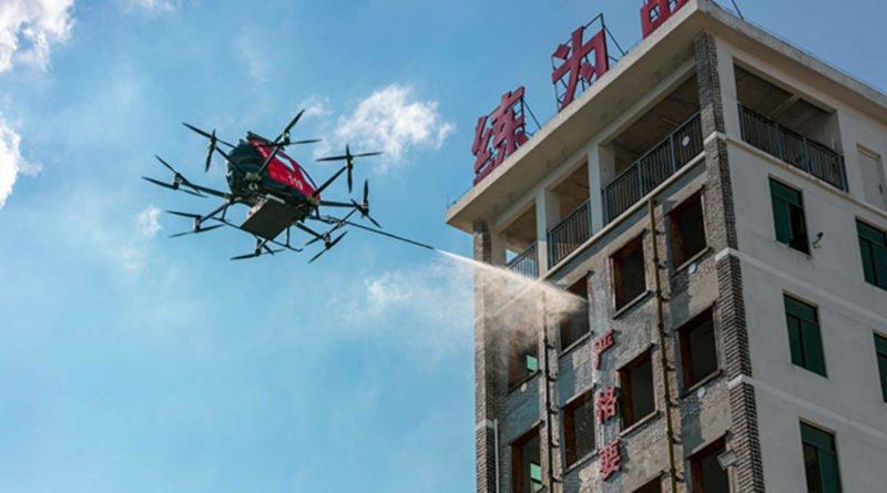 Ehang 216F Drohne beim Löschen eines Brandes