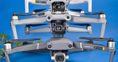 Mavic Mini, Mavic Air 2 und Mavic 2 Pro Drohnen gestapelt von vorne