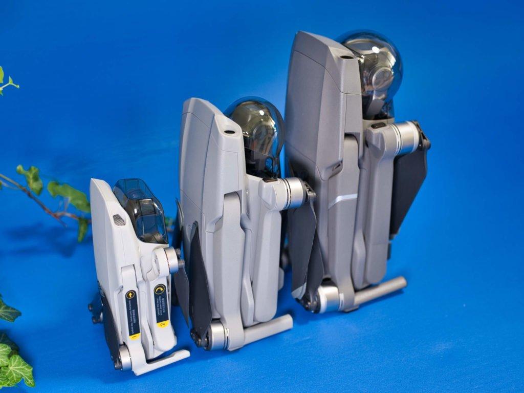 Mavic Mini, Mavic Air 2 und Mavic 2 Pro Drohnen stehend