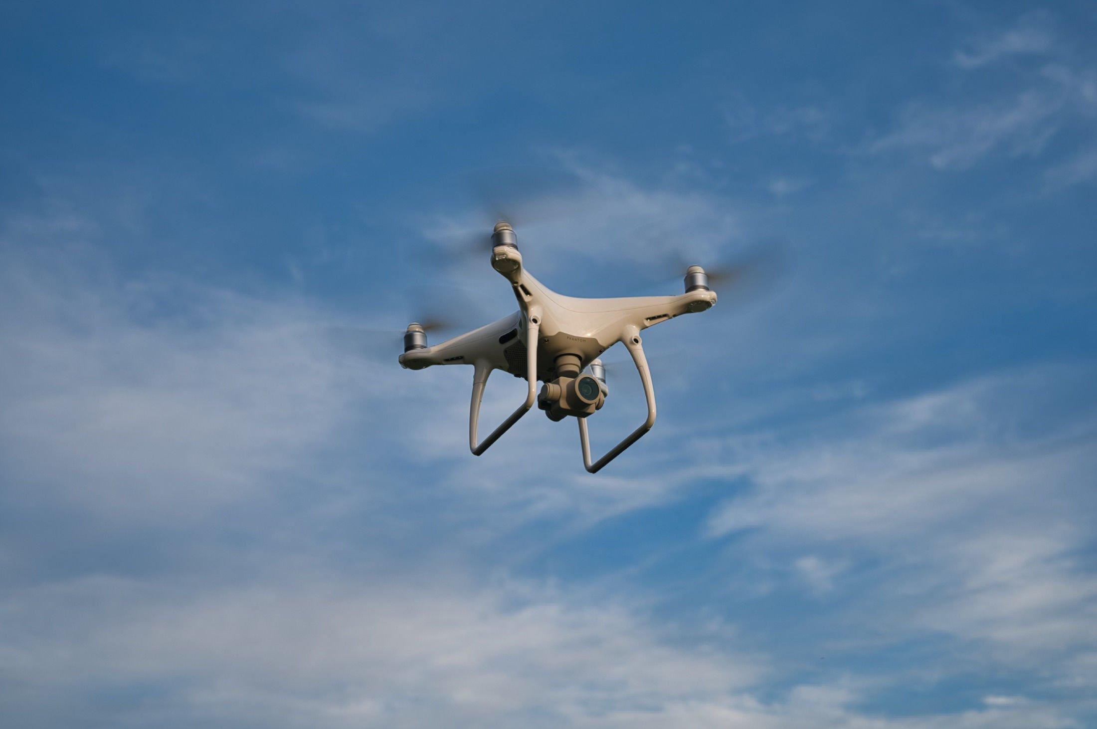 DJI P4P V2.0 Drohne im Anflug