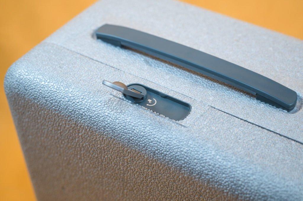 Der Koffer lässt sich einfach und sicher verschließen