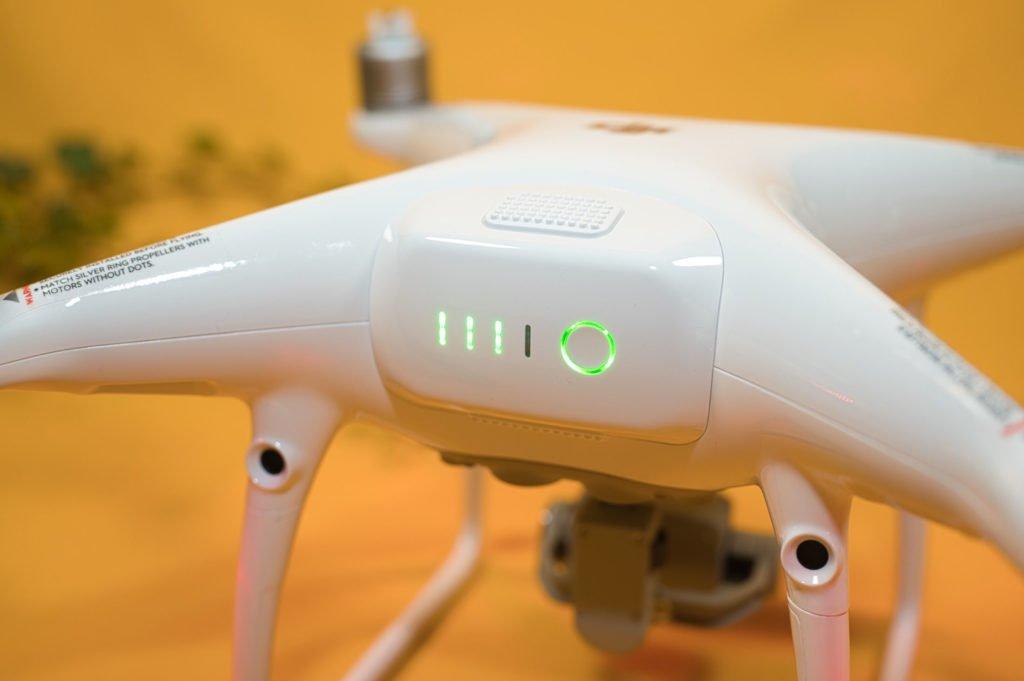 Die Drohne wird über den Akku eingeschaltet