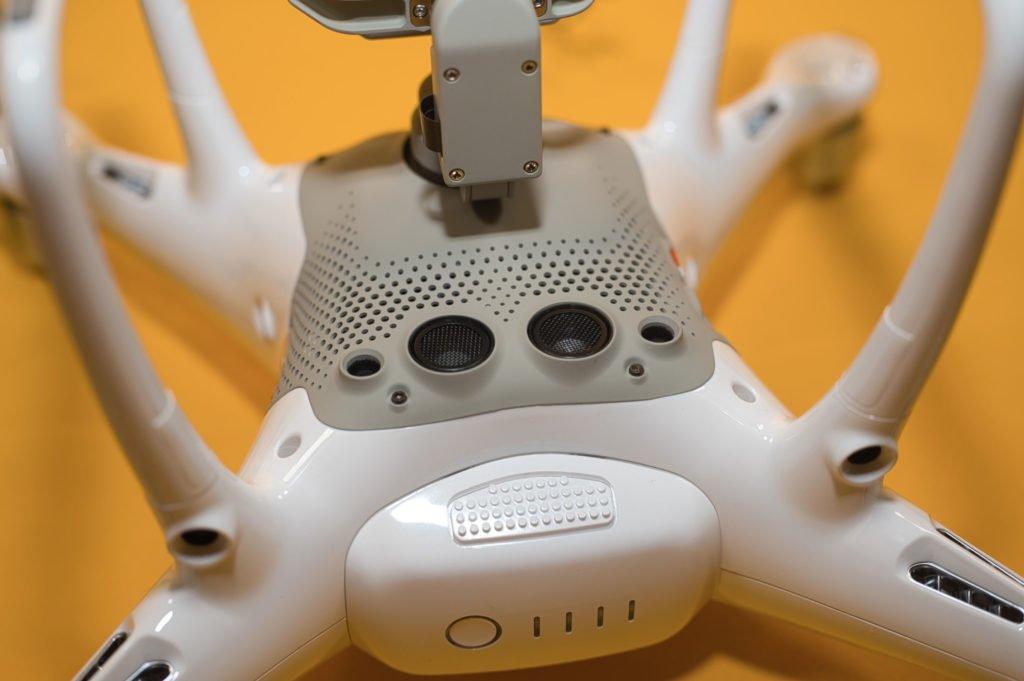 Die Sensoren auf der Unterseite erlauben Sichtpositionierung der Drohne