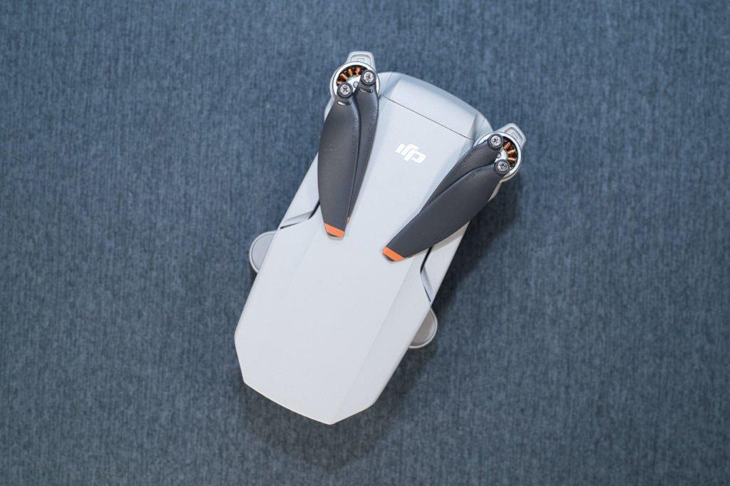 Mini 2 Drohne zusammengeklappt von oben