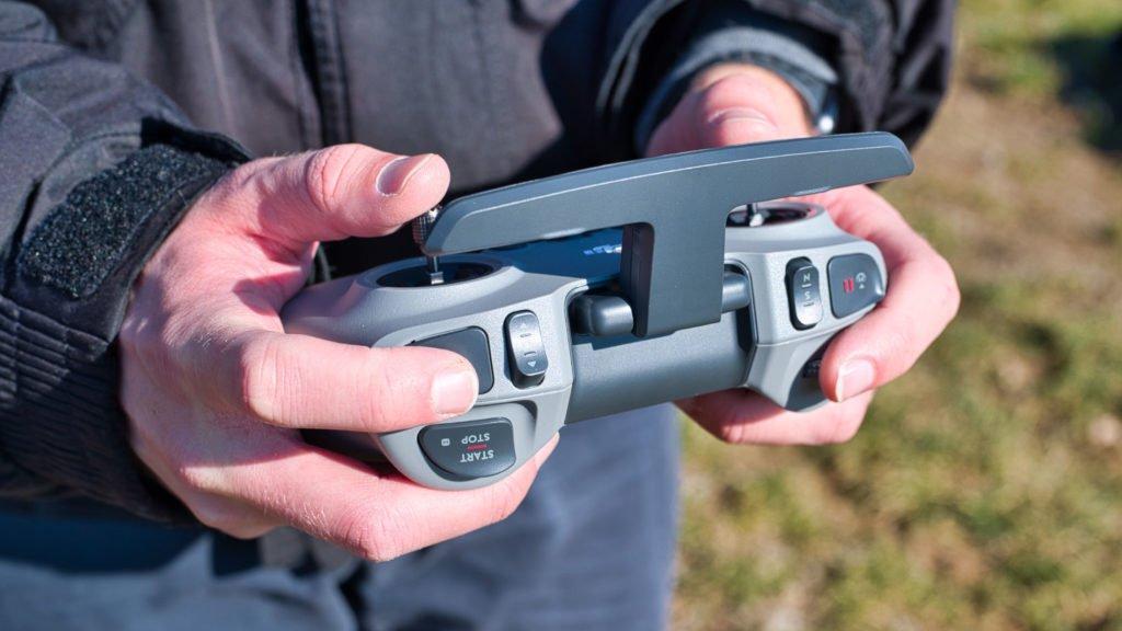 DJI FPV Controller V2 im Flug Stirnseite