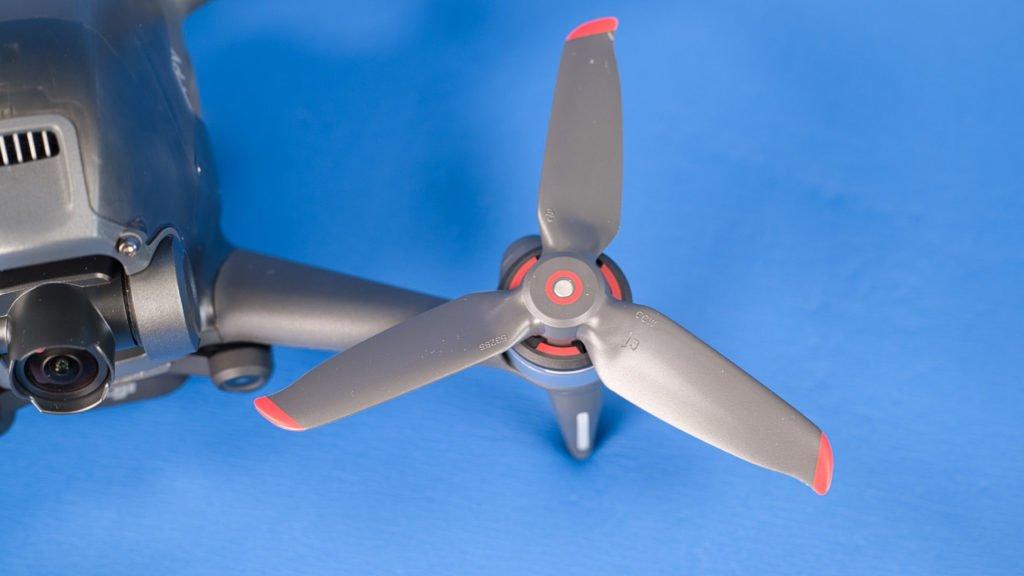 Die Propeller werden ohne Werkzeug montiert