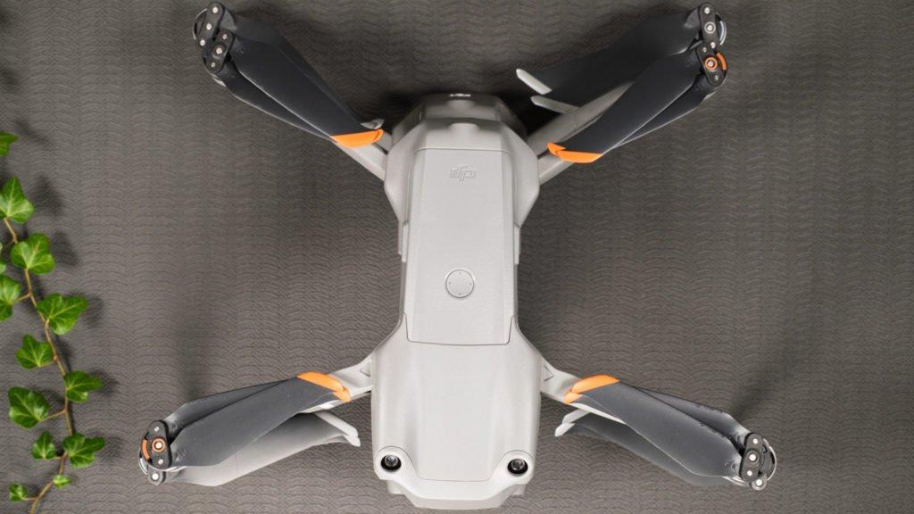 DJI Mavic 2 Pro und DJI Air 2S - Gestapelt von oben