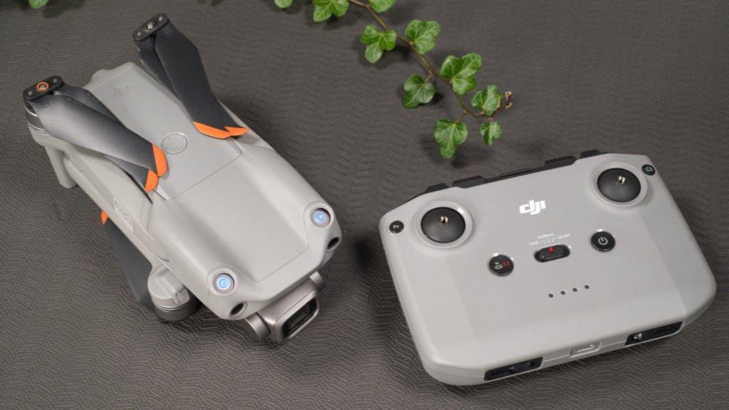 Der Controller und die Air 2S Drohne